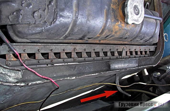 Рычажок, открывающий жалюзи радиатора